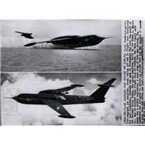 1955 Press Photo Four-engined jet seaplane SeaMaster takes off at Chesapeake Bay