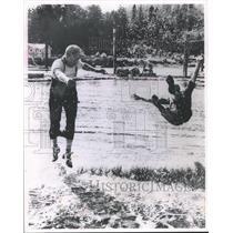1964 Press Photo Jute Wickheim Defeats Another Logrolling Challenger - mjb07424