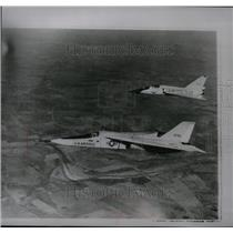 1965 Press Photo F-111 fighter planes demonstrated its variable-sweep wings