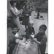 1974 Press Photo Eleanor McGovern with Hilda Rumpeteris at Baird Child Care
