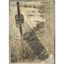 1977 Press Photo Wisconsin Signs Prevent Entry to Little Muskego Lake