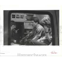 1990 Press Photo Paramedics check Spokane firefighters, carbon monoxide exposure