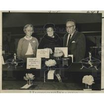 1967 Press Photo Mrs. Gus Baldwin with Winners of Annual Zone Camellia Show