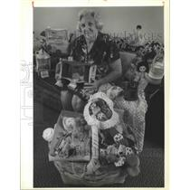 1989 Press Photo Rose Barrios Sits With Her Creations in New Orleans Towers