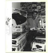 1988 Press Photo Alvis Barrington and His Model Car Kit Collection