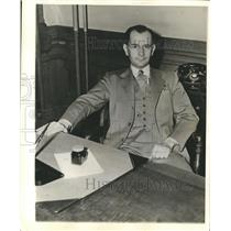 1901 Press Photo Wallace Scott at his desk - sba00238