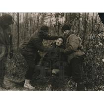 1920 Press Photo Elmer Smith and Frank Van Dellen Prepare to Give Knife Shave