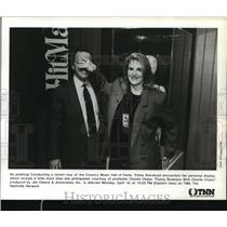 1993 Press Photo Trisha Yearwood with Charlie Chase, Country Music Hall of Fame