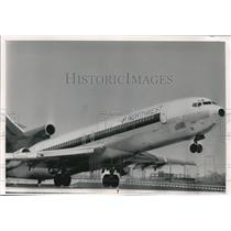 1989 Press Photo Northwest airlines plane taking off - mjb25448