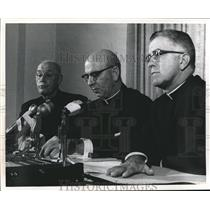 1901 Press Photo Three Priest during a conference. - sba00774