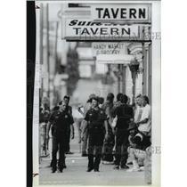 1990 Press Photo Officer Kip Hollenbeck and Curt Kendall walk down Sidewalk