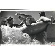1988 Press Photo Chuck Wiedmer heads down the rapid river at Wild Waters