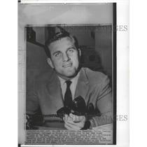1964 Press Photo Dallas Cowboys quarterback Don Meredith holding a telephone