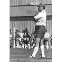 1980 Press Photo Seattle Seahawks Coach Jack Patera Watches Team - sps16042