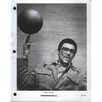 1979 Press Photo Harlem Globetrotters Coach Bobby Milton Spinning a Basketball