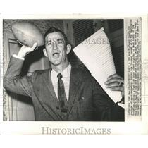 1959 Press Photo New York Titans Sign Sammy Baugh as Head Coach - nox05073