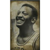 1973 Press Photo Detroit Piston's Bob Lanier given new five year contract.