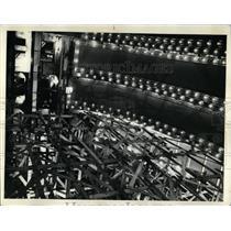 1977 Press Photo Workmen Auditorium Theatre Treasure - RRW04671
