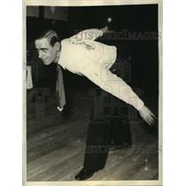 1933 Press Photo Stewart Watson Bowling against Joe Miller in Chicago Match