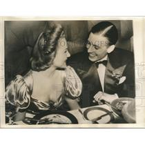 1940 Press Photo actress Margaret Roach engaged to plane mogul Geoffrey Steele