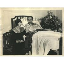 1929 Press Photo Film Couple Kathryn Carver and Adolf Manjou in Bedside Scene