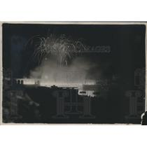 1922 Press Photo Fireworks over the Seine River in Paris, France - mjx36391