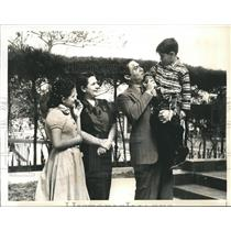 1940 Press Photo Havana Cuba Col Fulgencio Batista & family at his home