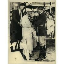 1933 Press Photo Mrs.Lulu Cutiss, Mother of Airplane Pioneer Receives Award