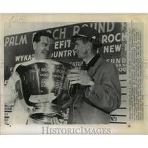 1952 Press Photo Elmer Ward Presents Cup to Gold Tourney Winner Sam Snead, Jr