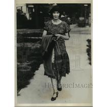 1931 Press Photo Former Actress Mrs. Dunan Renaldo On Her Way to Work