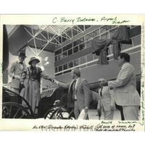 1985 Press Photo Actors Portray Alexander & Martha Mitchell Helped from Carriage