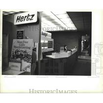 1983 Press Photo Giveaway Battle Hertz vs. Budget at Mitchell Field in Milwaukee