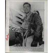 1952 Press Photo Second Lt James F Low Completes 43rd Combat Mission in Korea