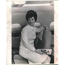 "1971 Press Photo Margaret Kincaid, ""Avant"" Director and Airline Stewardess"