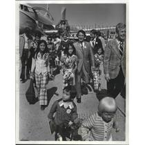1975 Press Photo The Pham Phu Quoc refugee family arrived via plane in Wisconsin