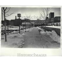 1978 Press Photo Snow scraped from sidewalks at Mitchell Field, Milwaukee