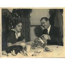 1932 Press Photo Florence Eldridge has lunch with Wilbur Daniel Steele