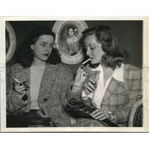 1941 Press Photo Bette Davis chats with Bette Kraft in Minneapolis MN