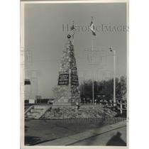 1989 Press Photo Marker of geographic center of North America in North Dakota