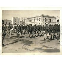 1935 Press Photo Egyptian Troops Drill at Palace in Cairo - sbx10042