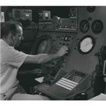 1954 Press Photo David Buckman with Radar Equipment at Mitchell Field, Milwaukee