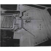 """1954 Press Photo New Terminal and Gate """"Fingers"""" at Gen. Mitchell Field, WIS."""