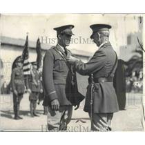 1928 Press Photo Arthur C. Goebel Gets Medal from Lieutenant Colonel W. G. Peace