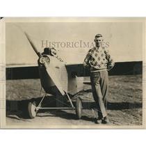 1930 Press Photo Pilot Douglas Harris at Pawtucket, RI Airport - sbx08972