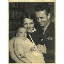 1932 Press Photo Actress Sue Carol and Nick Stuart with Baby Daughter