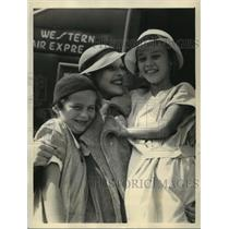 1933 Press Photo Actress Sally Blano with Kid Sister Goorgiam in Hollywood CA