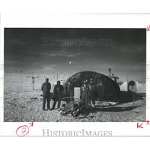1986 Press Photo Members, South Pole Scientific Team Antarctica Prepare Balloon