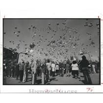 1984 Press Photo Houston Hogg school students launch Helium-Filled balloons