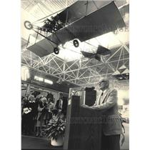 1987 Press Photo Dale Crites at r Biplane Unveiling, Mitchell Airport, Milwaukee