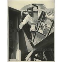 1927 Press Photo Art Goebel Arrives in Los Angeles in Plane - mjx38597